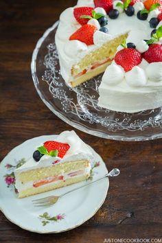 Japanese Strawberry Shortcake ストロベリーショートケーキ I Easy Japanese Recipes at JustOneCookbook.com