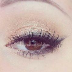 perfect, slightly smoky neutral eye