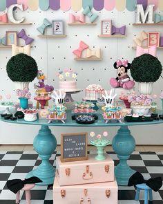 Essa festa no tema Loja de Laços da Minnie Rosa ficou um arraso! Credito: @prifreitasfestas Parceiros: @monicaamarantelocacoes #Festainfantil #FestaMinnieRosa #MinnieRosa #Minnie #Rosa #FestaMenina Minnie Mouse Theme Party, Minnie Mouse First Birthday, Girl Birthday, Birthday Parties, Daisy Party, Bee Party, Christening Decorations, Birthday Decorations, Bookmarks Kids