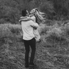 Love the freedom and romance this picture captures Photo Couple, Love Couple, Couples In Love, Couple Posing, Couple Shoot, Engagement Couple, Engagement Pictures, Couple Photography, Photography Poses