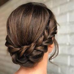 Elegante einfache Frisur #silvester #flechtfrisuren #spaazde #frisurfür #festlichefrisur #zopf
