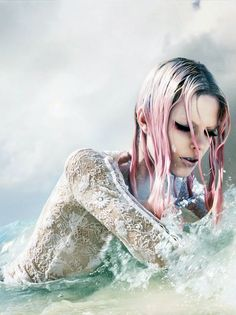 """sea siren - Model Lexi Boling stars in Numero China's """"Sea Siren"""" fashion story. The striking image series is captured by photographer Laurie. Editorial Fashion, Fashion Art, Beauty Editorial, China Fashion, Dark Fashion, Fashion Shoot, Fashion 2020, Fashion Beauty, Editorial Photography"""