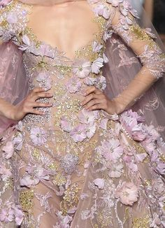 Details look of Elie Saab 'New York, New York' couture collection.