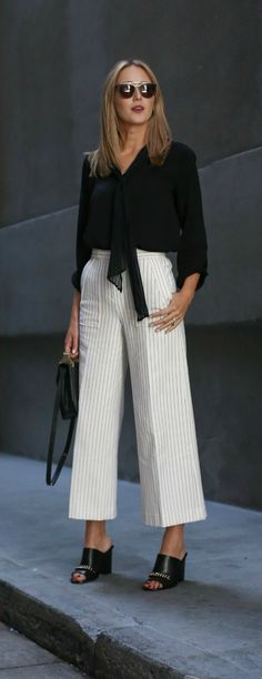 Pinstripe Wide Leg Pants and Tie-Neck Blouse Fashion Mode, Work Fashion, Fashion Pants, Fashion Outfits, Look Casual Chic, Look Chic, Casual Looks, Classy Work Outfits, Casual Outfits