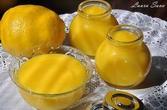 Sunt sigura ca ati mai auzit de Lemon Curd. Aceacrema de lamaie delicioasa, pe care englezii o savureaza deja de sute de ani, alaturi de scones si alte preparate traditionale, la ceaiul de la ora 5 :DEu am avut placerea de-a o testa si degusta acum cativa ani pentru prima oara, la tortul de lamaie de Pasti, insa de atunci n-am mai introdus-o in retetele mele(de vina e ciocolata care imi ia mintile!! :D ) Varianta pe care v-o propun acum ecu oua intregi, nu numai cu galbenusuri, pentru ca…