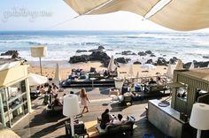 Praia da Luz Café/Bar/Restaurant has an enviable spot on the beach in Foz (Porto).
