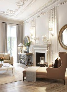 Piękna, ornamentalna dekoracja ścian i sufitu, komfortowy fotel i niezwykłe dodatki.