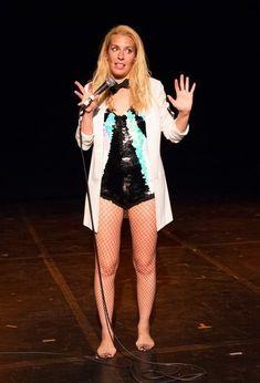 Sara Pascoe, English Comedians, There Goes My Hero, Beautiful Female Celebrities, Lindsay Lohan, Tv Presenters, British Actresses, Girl Humor, Sexy Women