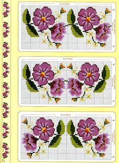 Ponto cruz - Flores,Ponto cruz - Flores e barras de crochê para toalhas