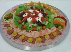 New Fruit Salad Display Creative 59 Ideas Fruit Appetizers, Appetizers For Kids, Fruit Platter Designs, Fruit Juice Recipes, Dressing For Fruit Salad, Deli Tray, Party Trays, Fruit Party, Food Garnishes