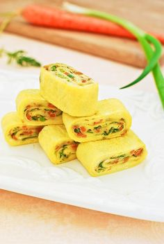 This Korean rolled egg recipe is made with chopped carrot and scallion. It's a popular side dish, especially for a lunch box, that you can easily whip up in no time! #koreanomelette  #rolledegg #koreanrecipe #koreanbapsang @koreanbapsang