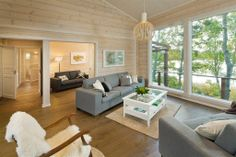 construction-bois-kontio-chalet-peau-ours. Ranch House Remodel, Living Spaces, Living Room, Helsinki, Log Homes, Home Remodeling, Sweet Home, Cottage, Cabin