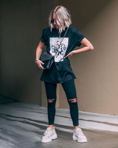 Women Jeans Outfit Work Joggers Ladies Utility Trousers Ladies Ski Jacket Red Dress Pants Olive Chinos Jeans And Heels Outfit – orchidrlily Sneakers Outfit Casual, Sneaker Outfits, Casual Outfits, Girl Outfits, Jeans And T Shirt Outfit, Red Dress Pants, T Shirt Outfits, All Blacks T Shirt, Oversized Shirt Outfit