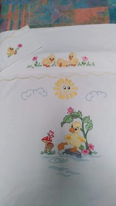 Angel Artwork, Embroidered Bedding, Cot Bedding, Hand Embroidery Designs, Illustration, Diy, Painting, Baby Embroidery, Baby Things