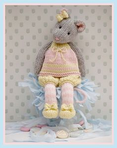 I want to knit a tea room mouse. Pattern from maryjanestearoom on etsy