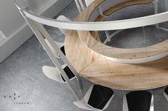 Le studio anglais Duffy London, présenté récemment avec la table basse Abyss Horizon, propose le Swing Bar, un bar aux lignes épurés et aux balancelles.
