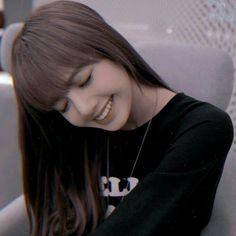┟⭞ᎮⅈꫜᎢᎬᎡᎬⲊͲೃꜜ̥ .⃗..┊@»ⵓ⭞ᥣι᥉ᥲːِ᭫٘ٓ͢ꦼ 🍒爱我ƇᏒᎬのⅈᎢ ﹋≡ℱɑτιмɑೃꜜ̥ Blackpink Thailand, Kpop, Divas, Lisa Blackpink Wallpaper, Rapper, Lisa Bp, Blackpink And Bts, Stylish Girl Images, Chainsmokers