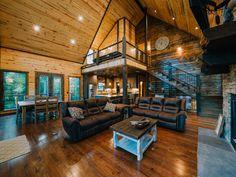 """Hochatown Treehouse"" Cabin"