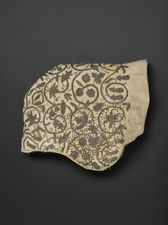 Coif (displayed sideways), 1590-1610; NMS A.1976.704