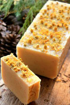 Jabón de manzanilla, leche de arroz y aguacate. Chamomile soap, rice milk and avocado
