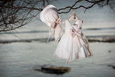 Φόρεμα βάπτισης Vinte Li 2821 με ψάθινο καπέλο Girls Dresses, Flower Girl Dresses, Girl Outfits, Wedding Dresses, Character, Clothes, Fashion, Dresses Of Girls, Baby Clothes Girl