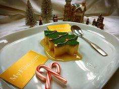 Christmas Tree Flan   #holidays #christmas #flan #pudim #flanes #postre #caramel #candycane #carols #snow #christmastree #snowing #sauce #myflan #flandelugo #sweet #nyc #cali #foodnetwork #love #bake #pastry #candy #merrychristmas #happyholidays Flan Dessert, Candy Cane, Food Network Recipes, Cali, Happy Holidays, Caramel, Merry Christmas, Nyc, Baking