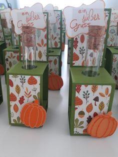 Herbstlicher Gruß - noch mit Schokolinsen befüllen und fertig Gift Wrapping, Gifts, Gift Wrapping Paper, Presents, Gifs, Gift Packaging, Present Wrapping, Wrapping Gifts, Gift