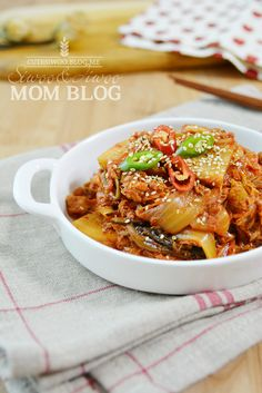 Vegetable Seasoning, Korean Food, Mom Blogs, Kimchi, Food Plating, Japchae, Chili, Spicy, Pork
