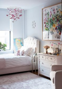 White bedding always creates a crisp, sophisticated look for a bedroom. Learn about bedroom decorating ideas using white bedding. Dream Bedroom, Girls Bedroom, Bedroom Decor, Deco Kids, Love Home, Little Girl Rooms, White Bedding, New Room, Room Inspiration
