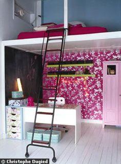 Une chambre d'enfant rusée avec sa mezzanine