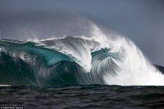Όταν η θάλασσα έχει κέφια... ζωγραφίζει (video+photos) - Greek Web TV Live