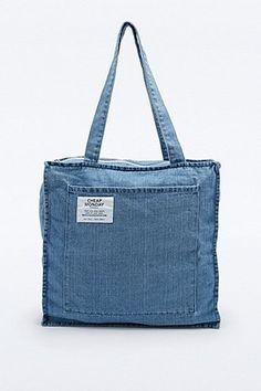 Cheap Monday - Cabas carré en jean bleu - Urban Outfitters