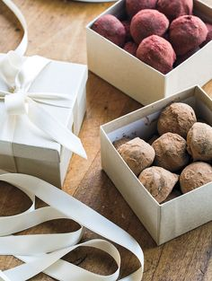 Do you remember the last time you opened an exquisite box of chocolates? Valentine Treats, Valentines, Yummy Treats, Sweet Treats, Candy Making, Chocolate Box, Natural Products, Candy Recipes, Cavities