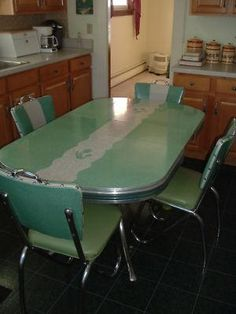 Vintage Dinette Set..Love this & pretty sure my grandma had it in yellow!