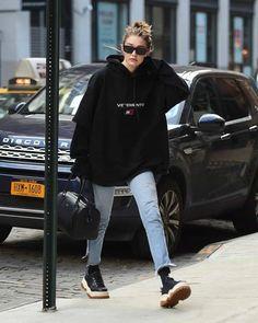 Estilo Gigi Hadid, Gigi Hadid Style, Gigi Hadid Casual, Trendy Outfits, Cute Outfits, Fashion Outfits, Womens Fashion, Look Fashion, Winter Fashion