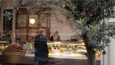 Stop by for a fresh sandwich whilst in town, buy the best olive oil, let yourself be tempted by a pice of cake and enjoy this historical butcher shop turned into a nice Italian caterer. A treat every single time