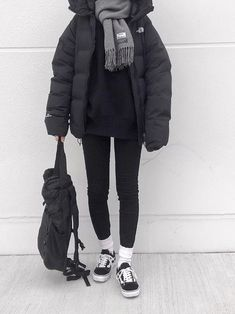 Pin by eva lina on луки in 2020 Casual Winter Outfits, Winter Fashion Outfits, Look Fashion, Fall Outfits, Cute Outfits, Japan Outfits, North Face Outfits, Bomber Jacket Outfit, Winter Mode