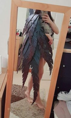 I've been wanting to cosplay xayah for a while now and I've finally taken the first step, the feathe