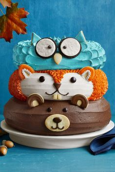 amazing cakes Celebrate fall with this forest friends cake, a three-tiered dessert decorated as adorable woodland creatures. Pretty Cakes, Cute Cakes, Sweet Cakes, Fancy Cakes, Cakes To Make, Tortas Deli, Friends Cake, Friends Recipe, Forest Cake