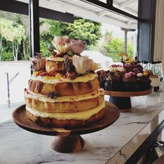 NAKED WEDDING CAKE F l o r a l S t y l i s t  (@pebbleanddot) Keeping it simple with a little bit of rustic class x Keep It Simple, Wedding Cakes, Wedding Flowers, Naked, Rustic, Desserts, Food, Wedding Gown Cakes, Country Primitive