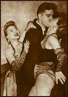 He was born for women 😄 elvis elvispresley oldpic elvisfan blackandwhite king theking 👑 Rare Elvis Photos, Rare Photos, Vintage Photos, Elvis Presley, Priscilla Presley, Lisa Marie Presley, Mississippi, Tennessee, Drunk Pictures