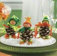 Esquiadores de piñas de pino.