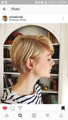How to style the Pixie cut? Despite what we think of short cuts , it is possible to play with his hair and to style his Pixie cut as he pleases. Growing Out Hair, Grow Hair, Hair Dos, My Hair, Haircut And Color, Haircuts With Bangs, Pixie Haircut, Hair Today, Short Hair Cuts