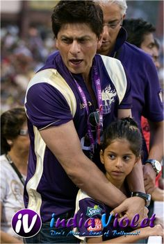 Suhana ties friendship band to daddy Shahrukh Khan - The Ultimate Film Magazine - Bollywood   Hollywood   Gossips   Latest News - India Violet