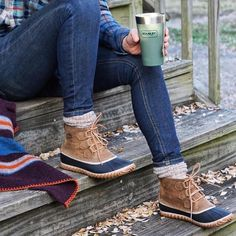 Fact: Wearing the Out N About Leather Boots + your favorite cup of tea have been proven to beat the Monday Blues. Botas Bean, Warm Winter Boots, Sorel Boots, Comfortable Boots, Autumn Winter Fashion, Winter Style, Bean Boots, Cute Outfits, Boot Outfits