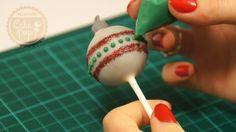 Hoy os traigo unas originales bolas para el árbol de navidad. Espero que os guste y lo compartáis con vuestros amigos y familiares. #cakepops #christmas #repostería #navidad http://mundocakepop.com/cake-pop-navidad/cake-pop-bolas-de-arbol-de-navidad/