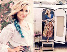 """Demi Lovato está linda na capa e editorial de moda da revista """"Teen Vogue"""" de novembro!   A diva participou de um editorial superdelicado cheio de estampas florais e com roupas levinhas, ou seja, perfeitas para dias de calor!  Demi Lovato faz ensaio delicado para revista """"Teen Vogue""""! - Radar Fashion - CAPRICHO"""