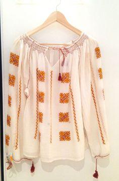 Cum să porți ia românească. Două ținute de efect Embroidery, Blouse, Long Sleeve, Sleeves, Women, Fashion, Moda, Needlepoint, Long Dress Patterns