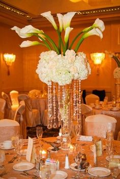 white calla lily reception wedding flowers -(yellow instead of white) Gold Wedding Centerpieces, Green Centerpieces, Wedding Flower Arrangements, Floral Arrangements, Wedding Decorations, Calla Lily Centerpieces, Centrepieces, Decor Wedding, Wedding Ideas