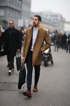 21. Menwear: Gelber Mantelkragen? Yes, please! Mit diesem Männer Outfit wird es…
